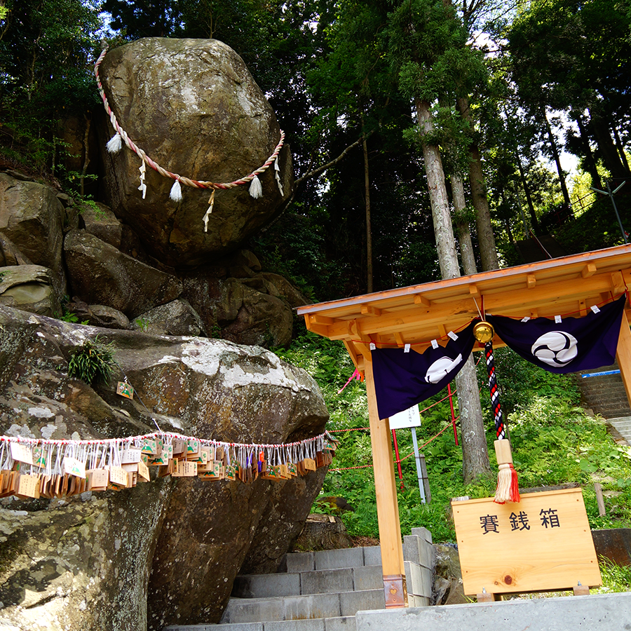 Tsuriishi Shrine, and the God That Won't Fall