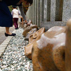 뱀모양돌이 있는 인기 관광지「金蛇水신사」에서 금전운을!