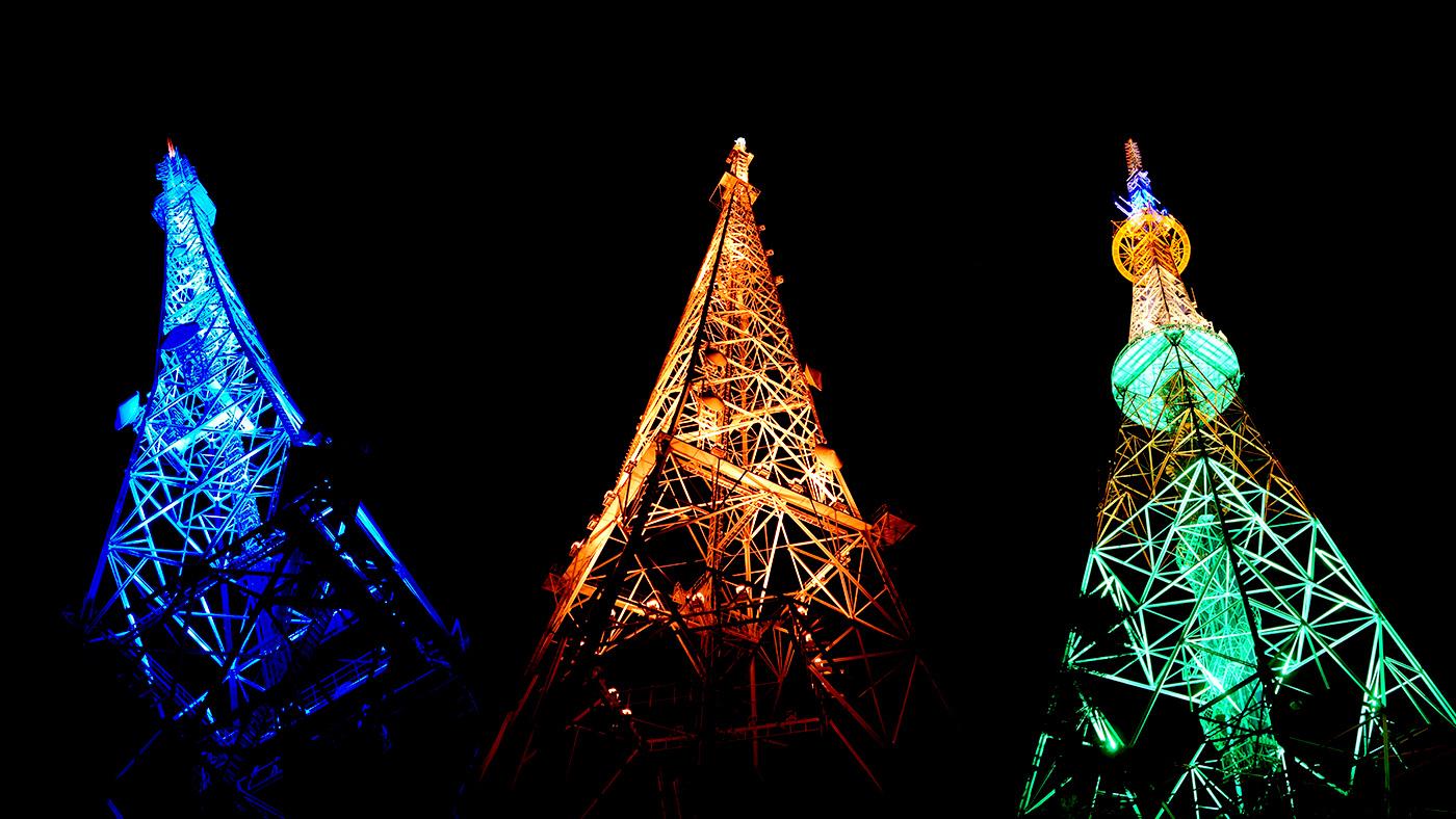 仙台の夜空を彩る3本のキャンドル