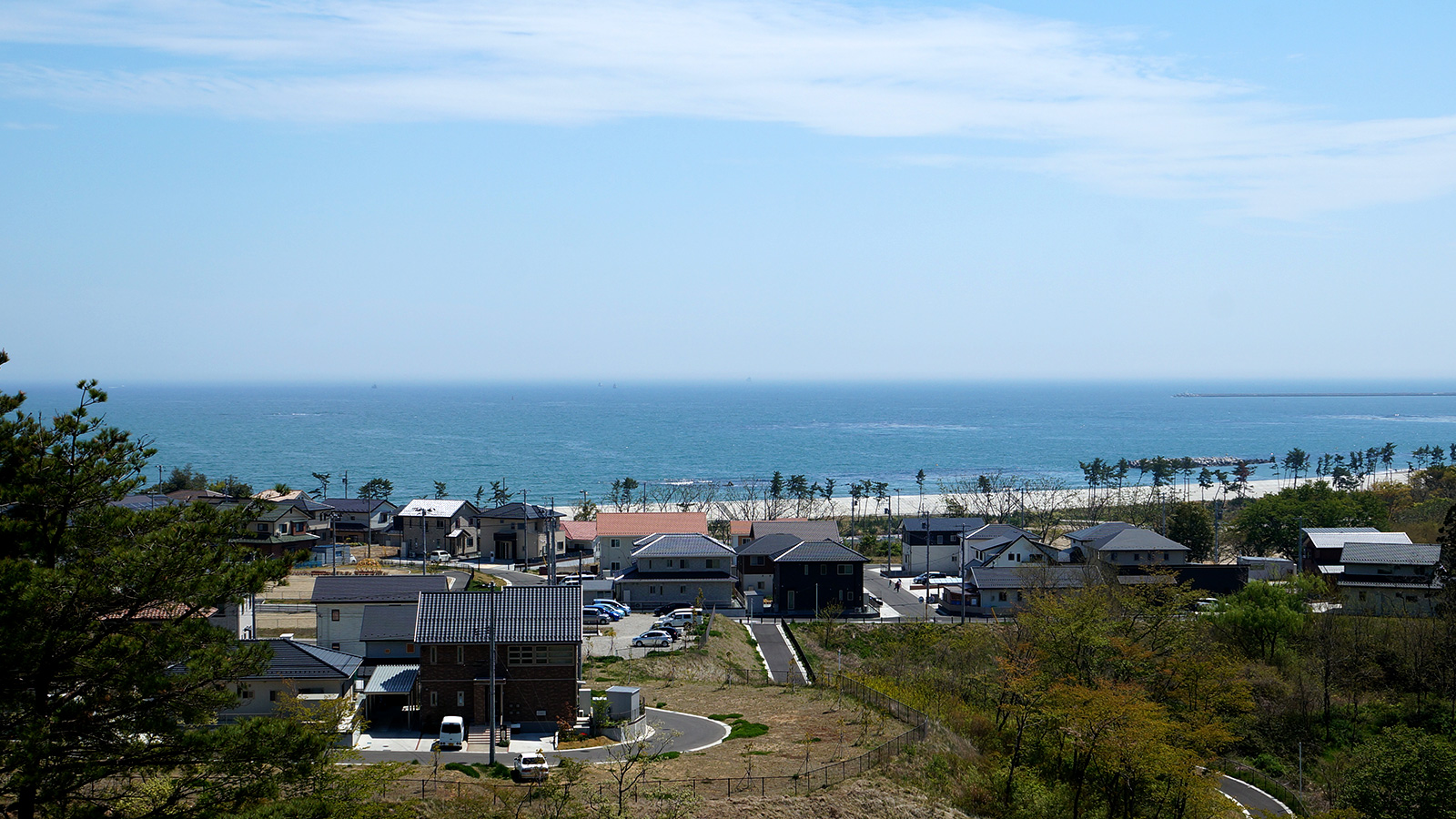 "International cultural exchange at ""Shichigahama Kokusaimura"" with a view of the Pacific Ocean!"