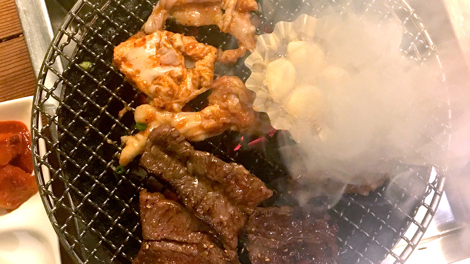 "(Yakiniku) The highly popular local store ""Santoki"""