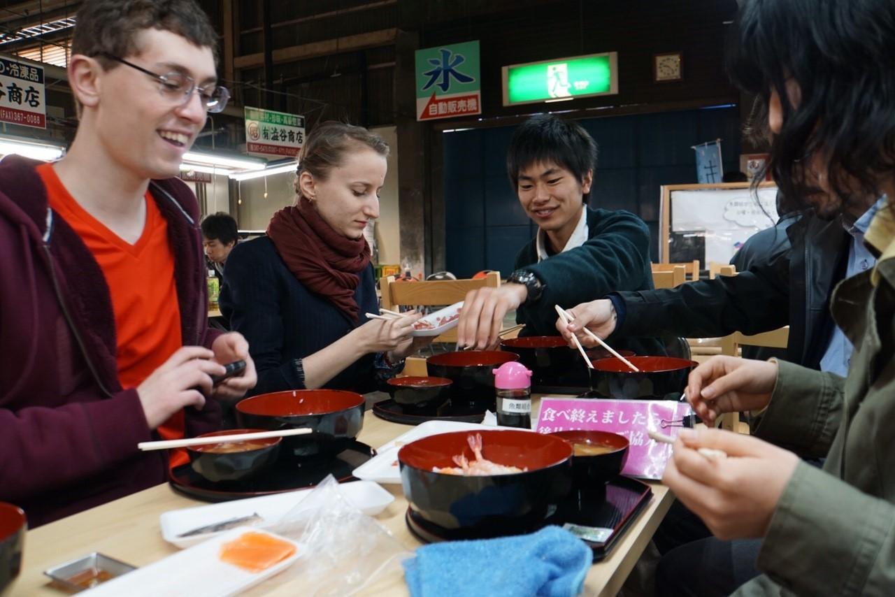 유학생과 함께 일본 제일의 참치 어항 시오가마에 가 보았다.