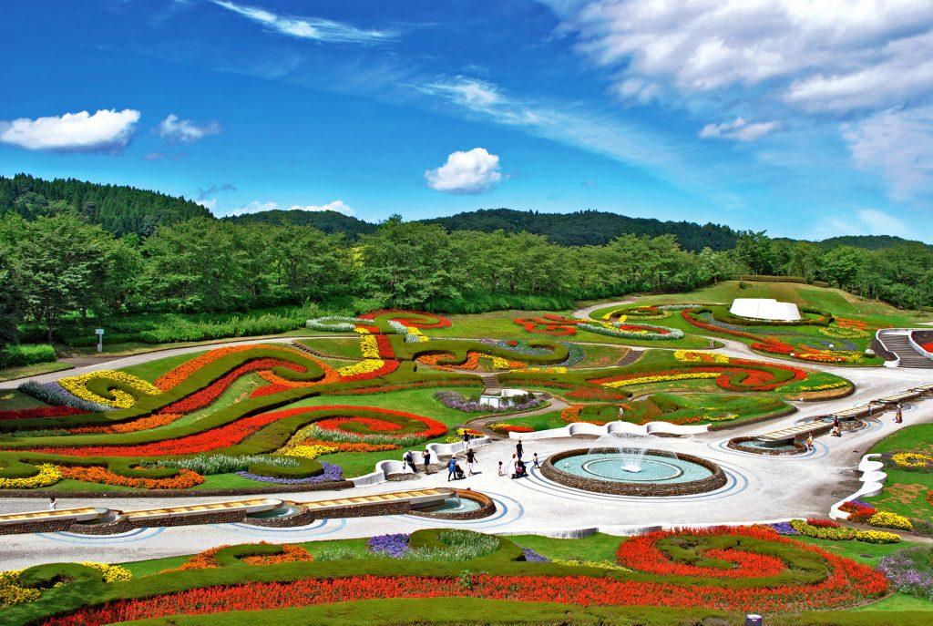 วิวที่สวยงามจากบ่อน้ำพุร้อนกลางแจ้ง! แนะนำที่พัก 8 แห่งที่สามารถเดินทางจากสวนริมทะเลสาบมิจิโนะคุได้